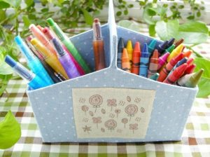 in hộp đựng sáp màu, bút dạ đẹp