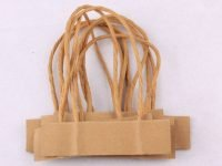Đặc điểm của quai giấy kraft trong mẫu in túi giấy