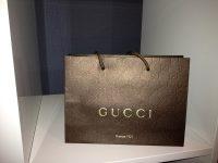 In túi giấy thời trang và các thương hiệu nổi tiếng đang sử dụng túi giấy hiện nay