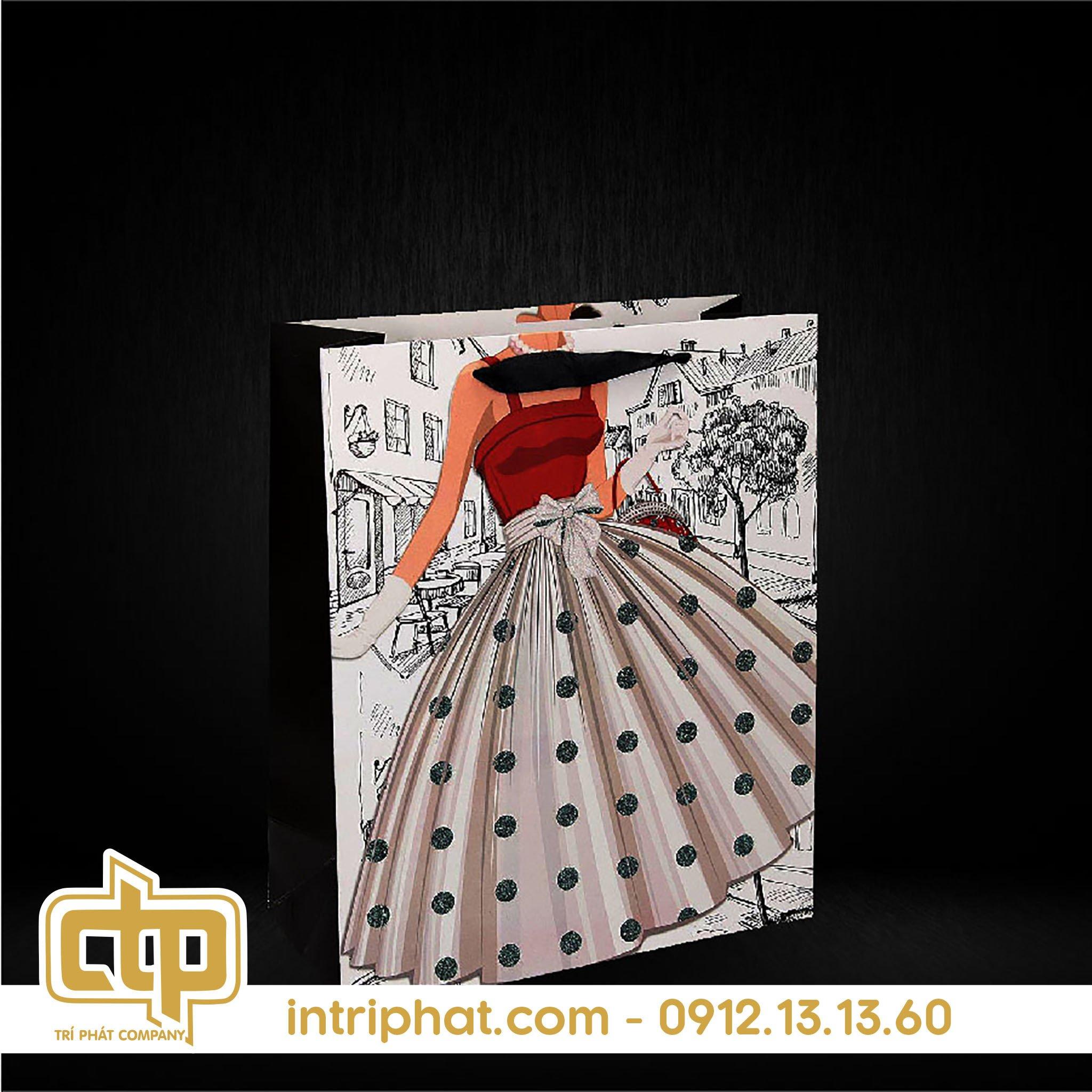 mẫu túi giấy đựng quần áo tạo In Bao Bì Trí Phát