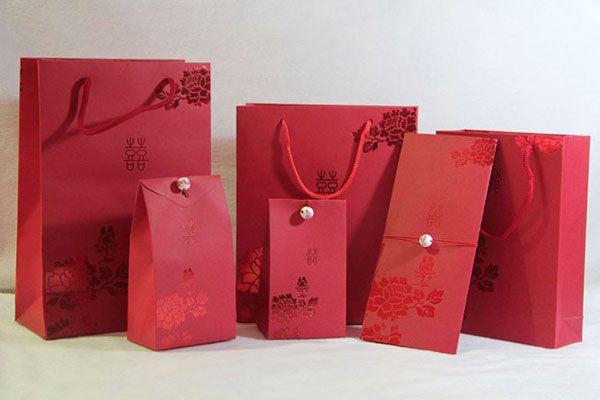 In túi giấy đựng quà tết giá rẻ